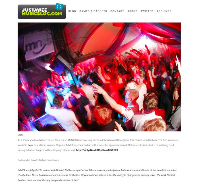 JustAWee Music Blog nutzt das Design Rome mit einem horizontalen Menü, um Fotos in hoher Auflösung anzuzeigen.