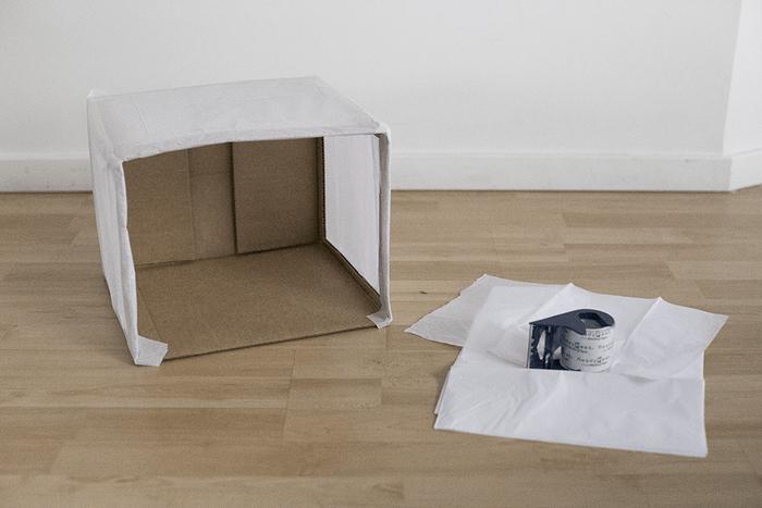 Caja de cartón forrada con papel tisú