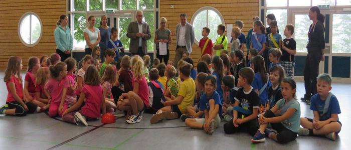 Verleihung des Schulpreises mit Bürgermeister Betz und Schulrat Paulus.