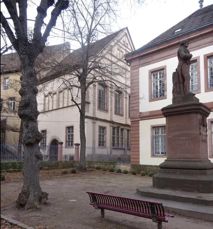 Ce qu'il reste du Wagkeller est à découvrir depuis le square Pfeffel, à l'arrière duTribunal de Grande Instance(ancienPalais du Conseil Souverain). Est notamment visible, une façade à pignon de style gothique tardif avec des parties Renaissance.