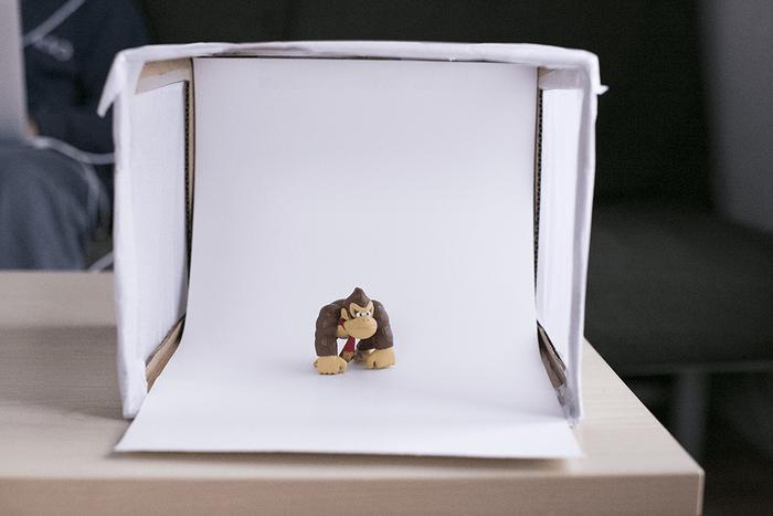 Figurine de Donkey Kong dans une boîte à lumière