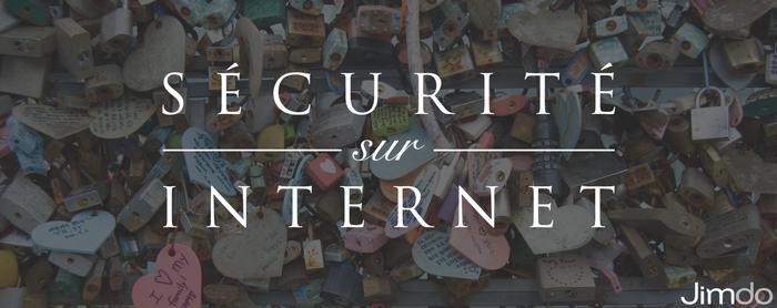 Sécurité sur internet incrusté sur une image : des cadenas accrochés à une grille