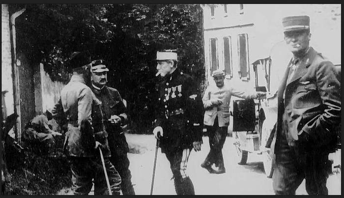 """Document 7_ Le célèbre """"as"""" français Charles Nungesser a été pilote dans l'escadrille La Fayette en 1916, source: Film sur l'escadrille La Fayette de Baptiste Léon, Ministère de la Défense, DMPA"""
