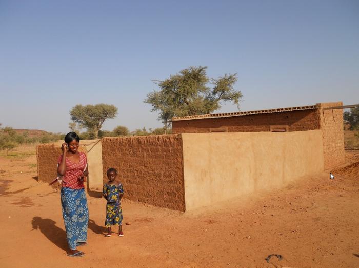 Einfache Zweizimmerhäuser mit Küche und Sanitäranlage