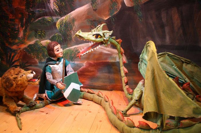 Marionettentheater Märchen an Fäden - Ein Königreich für einen Drachen!