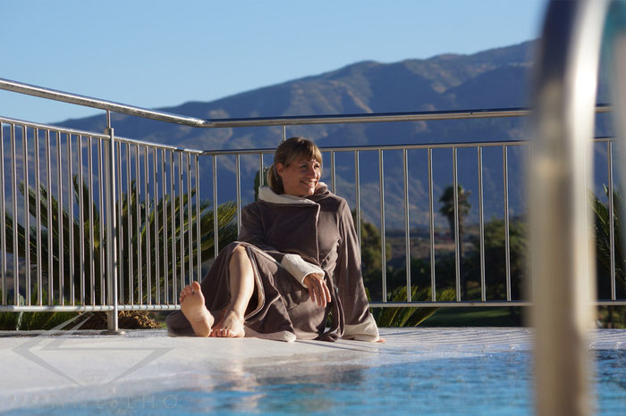 schöner langer Bademantel mit Kapuze kuschelig warm luxus Wellnessmantel langer Saunamantel extra lang
