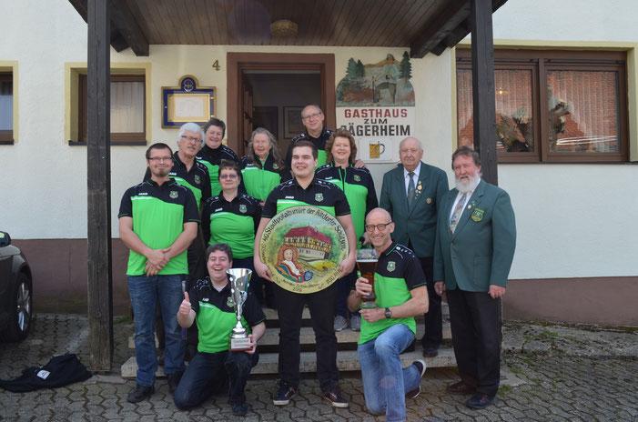 Eine stattliche Gruppe waren wir bei der Siegerehrung (es fehlt Andi Kiunke und Tobias Hack, der machte das Foto :-))