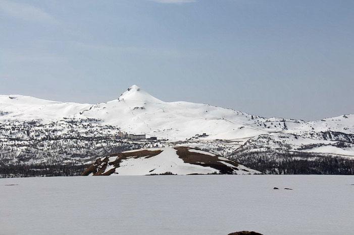 Le Pic d'Arlas avec la station de ski de la Pierre Saint Martin.