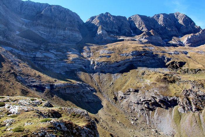 Au centre, la Brèche de Tuquerouye.