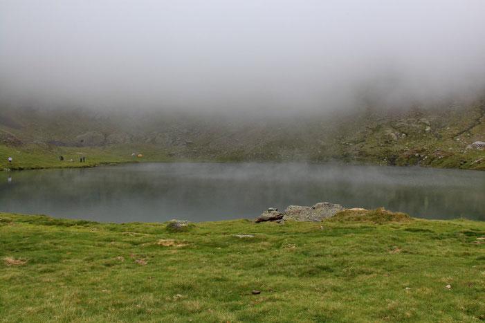 Petite pause au bord du lac. Il ne fait pas chaud, j'ai les mains glacées.