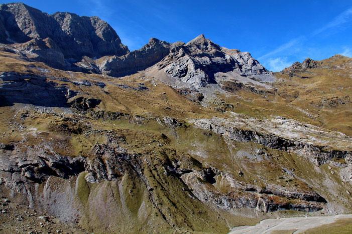 Toujours le Pic Rouge de Pailla. A sa gauche, le Grand Astazou (3071m).