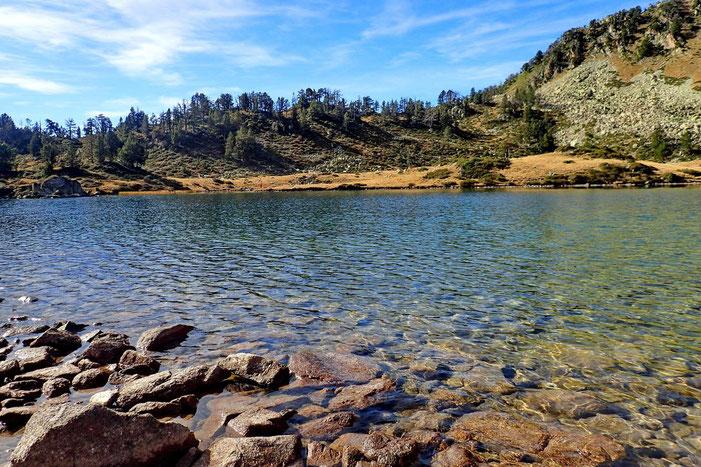Les eaux limpides du lac.