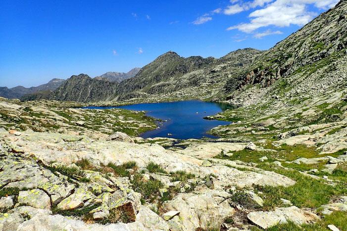 La descente repasse par le Lac Estelat Inférieur.