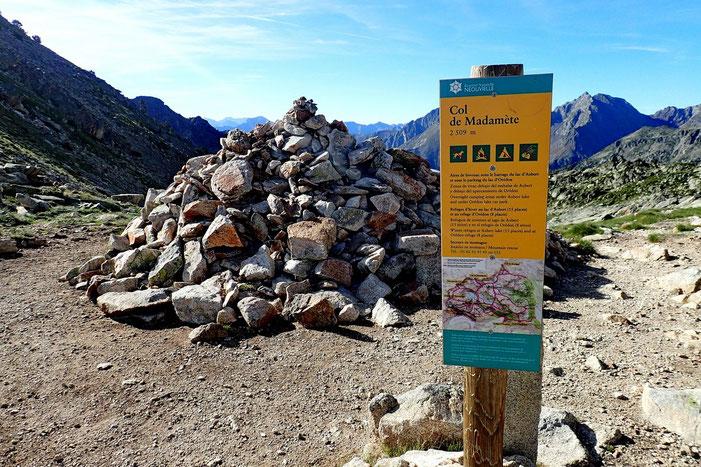 Le Col de Madamète marque l'entrée dans la Réserve Naturelle de Néouvielle.