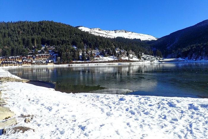 Le Lac de Payolle, en partie gelé.