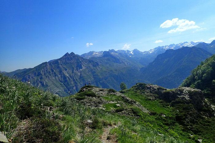 Je reprend l'ascension avec une vue sur le Pic de Cézy.