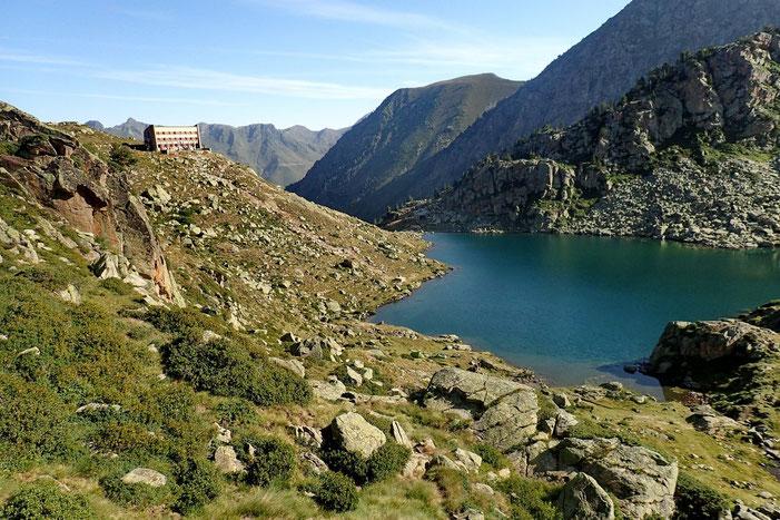 Le Refuge et le Lac de la Glère.