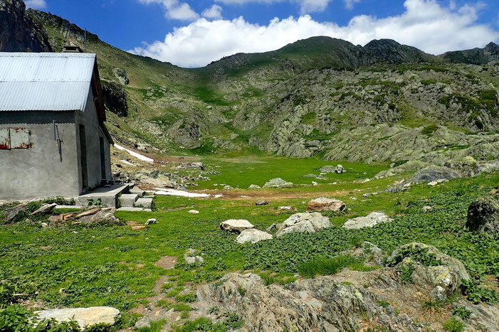 La Cabane, le plat et la crête qui mène au Pic d'Er.