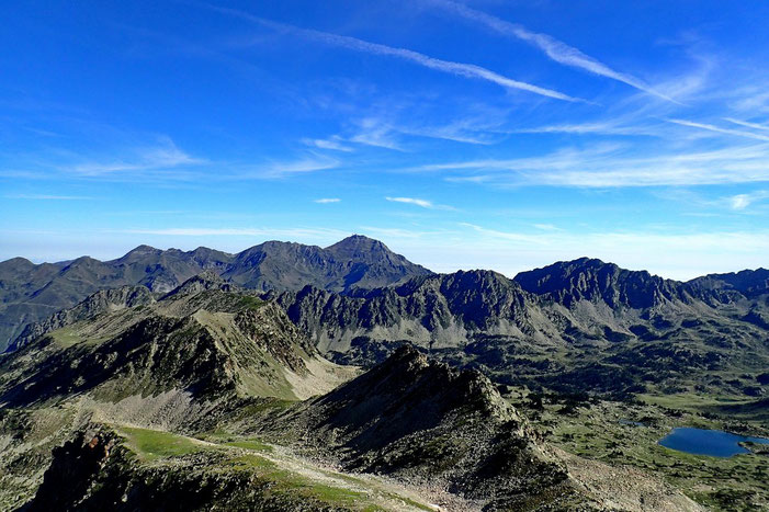Panorama vers le Pic du Midi (au centre).