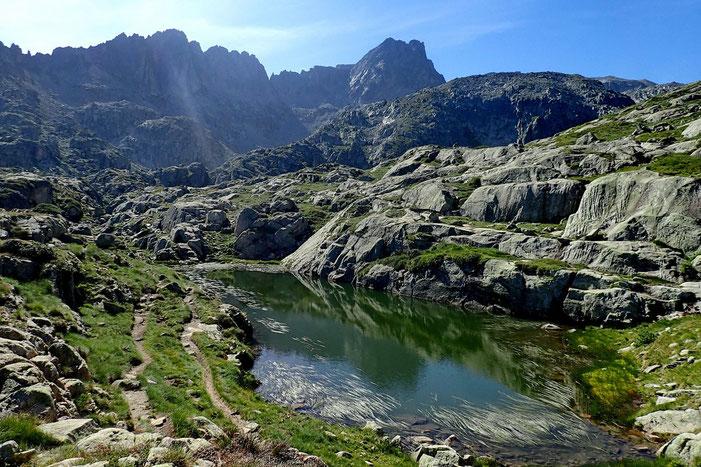 Le Lac de l'Oueil Nègre (2325m).