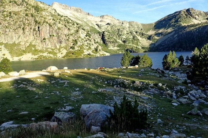 Le Lac d'Aumar sur fond de crête d'Estibère.