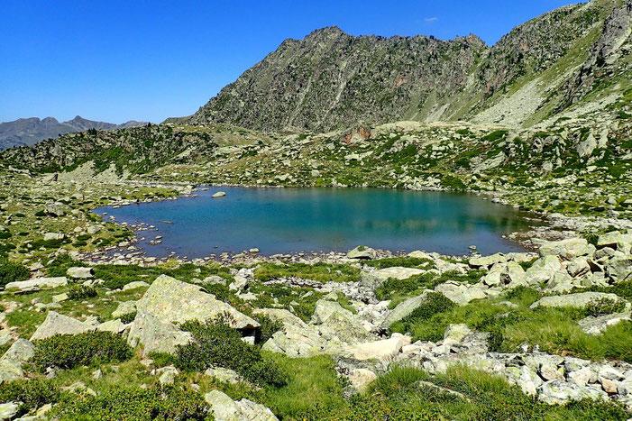 Puis c'est le Lac de Mounicot (2235m).