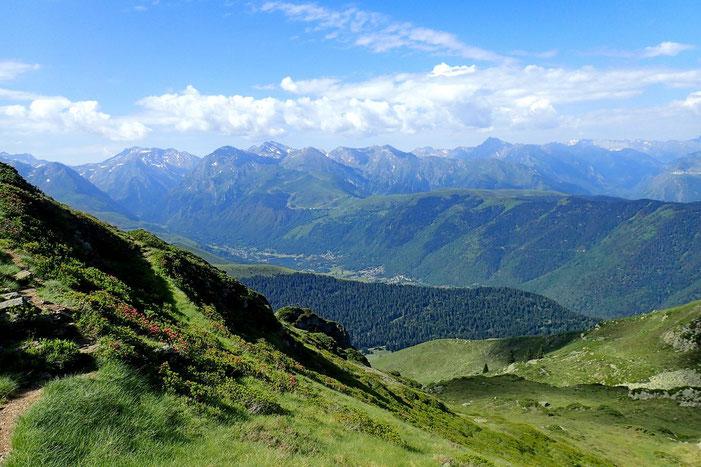 Toujours du col sans nom, belle vue sur la vallée du Louron.