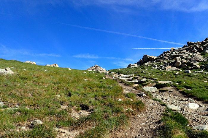 Enorme cairn au Col de Madamète.
