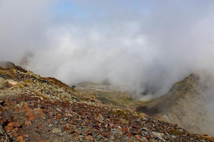 Une trouée dans la brume pour apercevoir (deviner?) le télésiège d'Anglas.