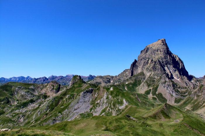 Du Pic de Chérue (2198m), vue sur l'Ossau.