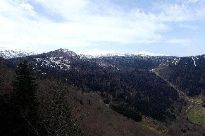 Vue sur les sommets du Barétous. Le temps est assez mitigé.