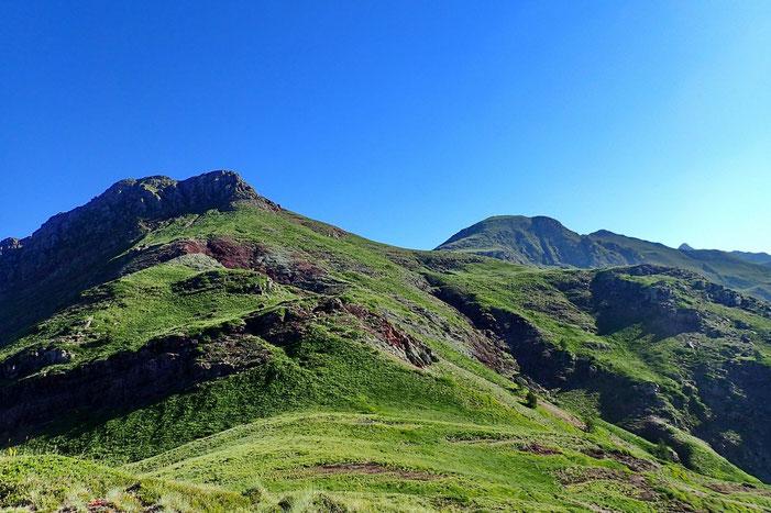 Le Pic d'Arnousse qu'il faudra contourner pour accéder à son sommet.