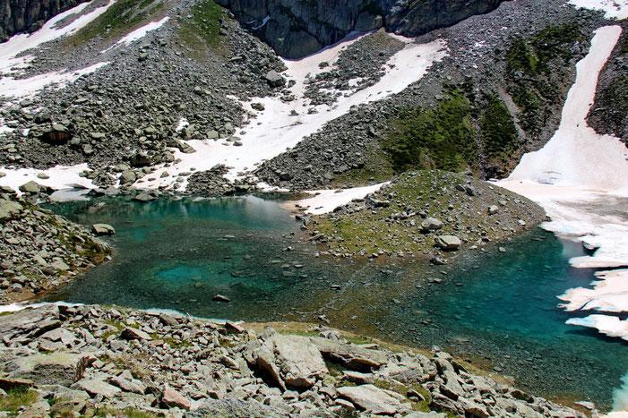 Les couleurs de ces lacs sont superbes.