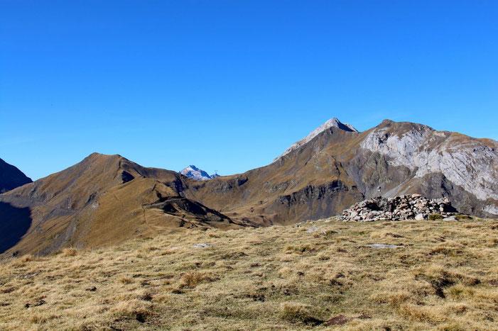 Je n'ai pu m'empêcher de grimper au Pic de la Pahule... Au fond, le Soum Blanc des Espécières.