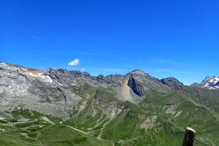 Au Nord -Est, la Peña de Otal (2705m.)