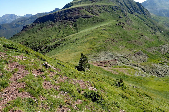 Vue sur le col d'Arnousse (2080m).