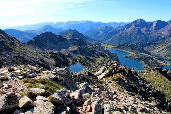 Vue sur les lacs de la Réserve Naturelle de Néouvielle.