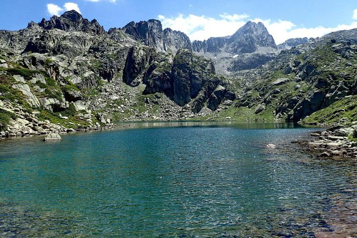 Le Lac de la Mourèle avec en face, le Pic de Néouvielle.