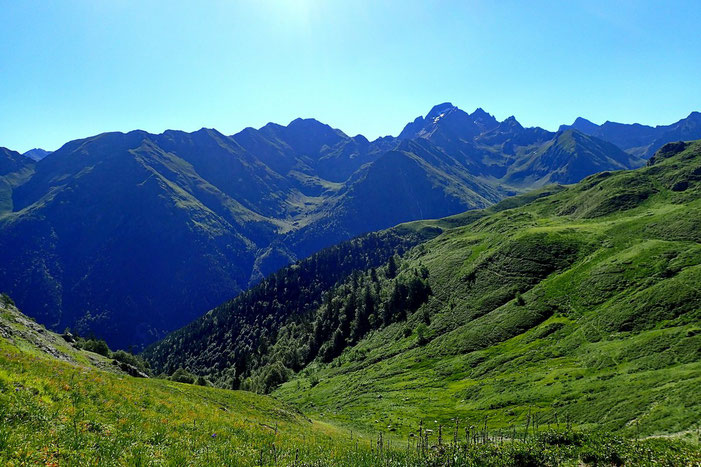 Du Col de Lavigne, côté Ouest, vers la Vallée de l'Ossau et le Lurien.