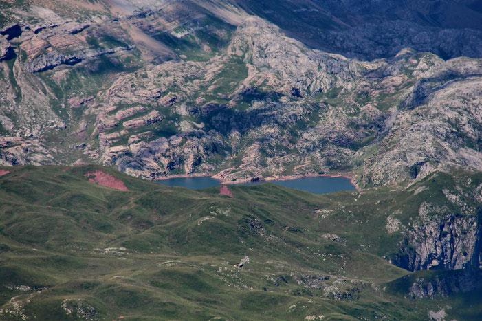 Zoom sur le lac d'Estaens situé de l'autre côté du Somport.