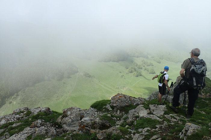 Deux autres randonneurs ont eu la même idée que moi. Mais ils sont venus par le versant Ouest.