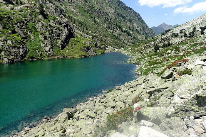 Belles couleurs des eaux du lac.