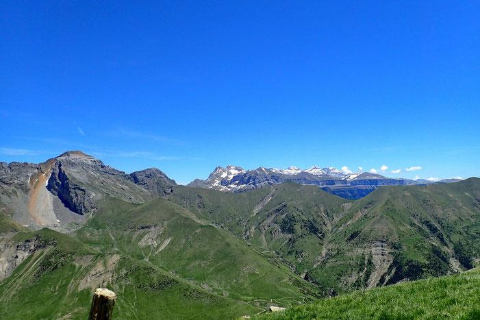 Et encore un peu plus loin, le Mont Perdu avec la face Sud de Gavarnie.