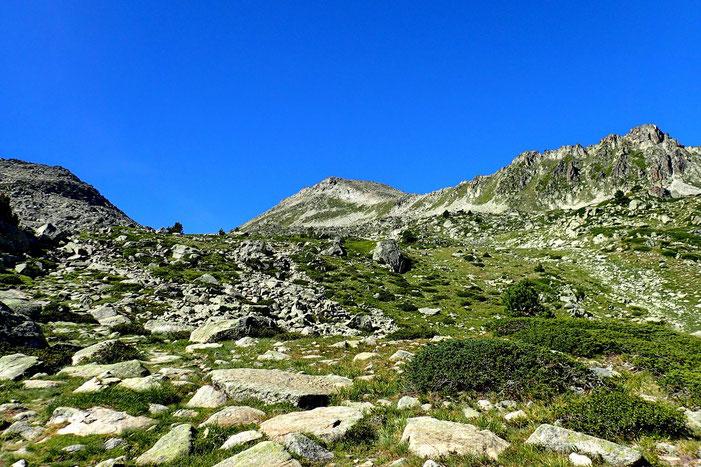 Le Pic et le Col de Madamète. La journée est superbe!