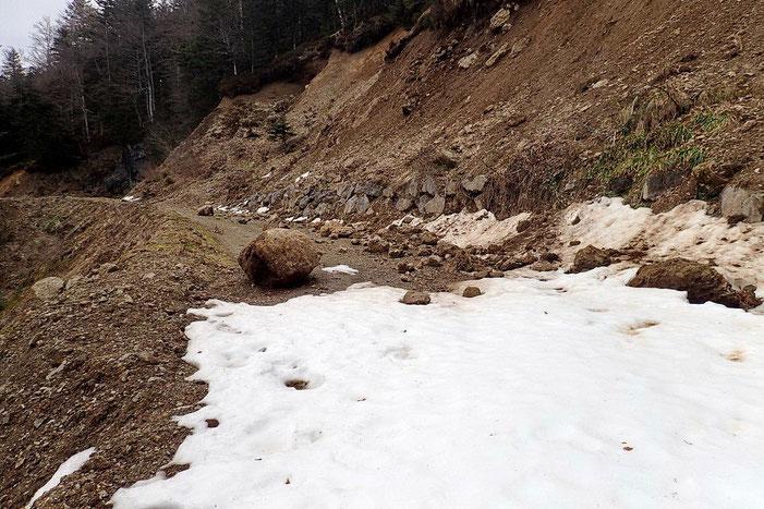 Au printemps, c'est classique. Des rochers se détachent. Il suffit de ne pas être là au mauvais moment.