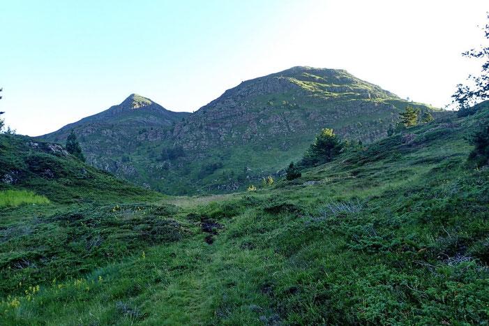 La montée vers le Pic d'Arnousse (2141m), première étape de la rando, va se faire totalement hors sentier.