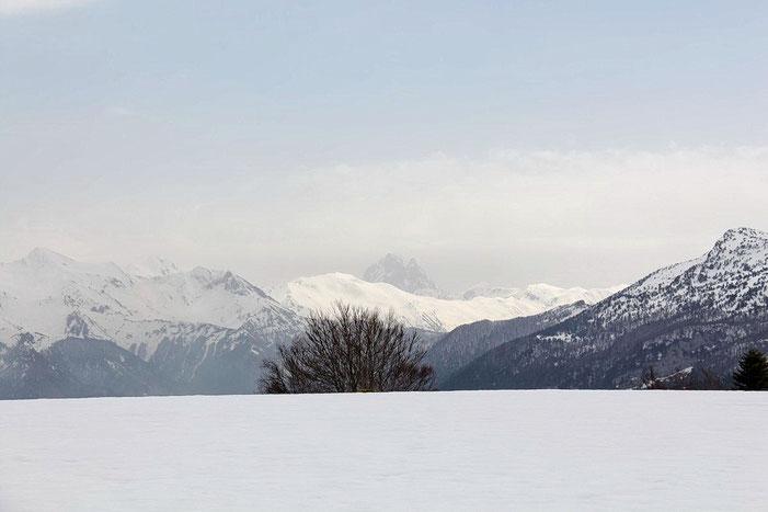 A l'Est, on devine le Pic du Midi d'Ossau.