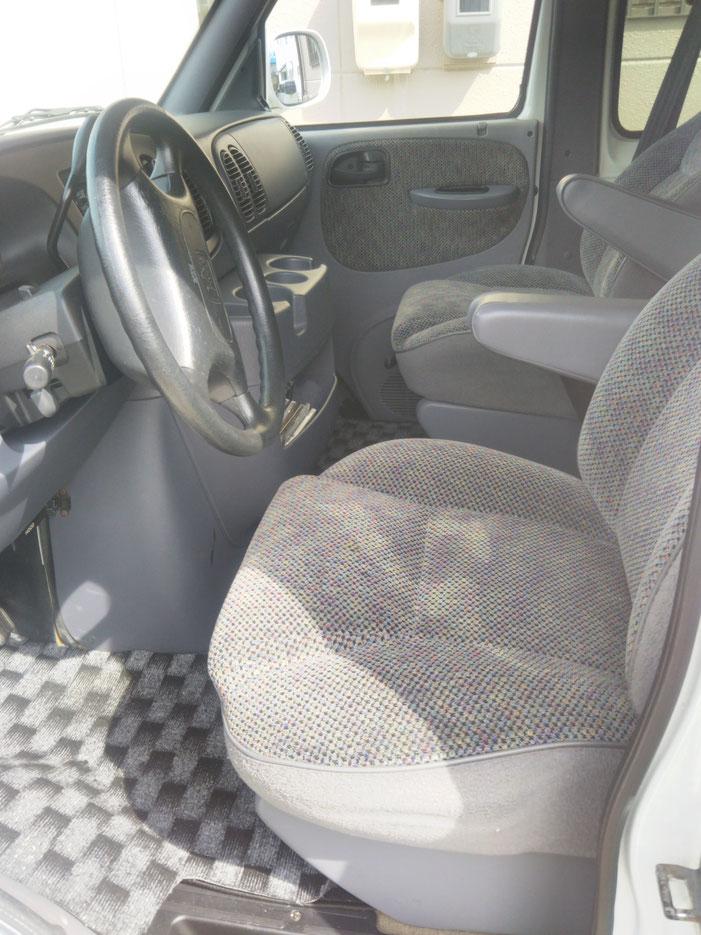 豊橋市、豊川市の運転席焦げ穴シート修理