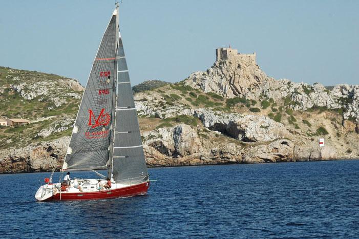 El Pinyol Vermell-El Marino, surcando las aguas de un rocoso litoral del mediterráneo