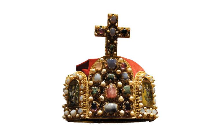 Kopie der ottonischen Königskrone. Ausgestellt in der Burg Nürnberg.